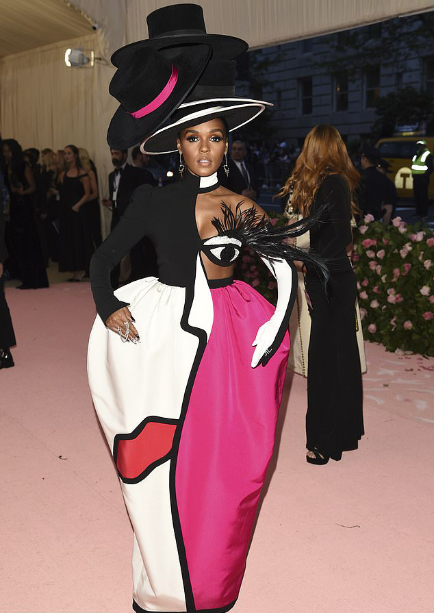 met-gala-2019-janelle-monae-wears-quirky-dress-with-eyelash-that-winks